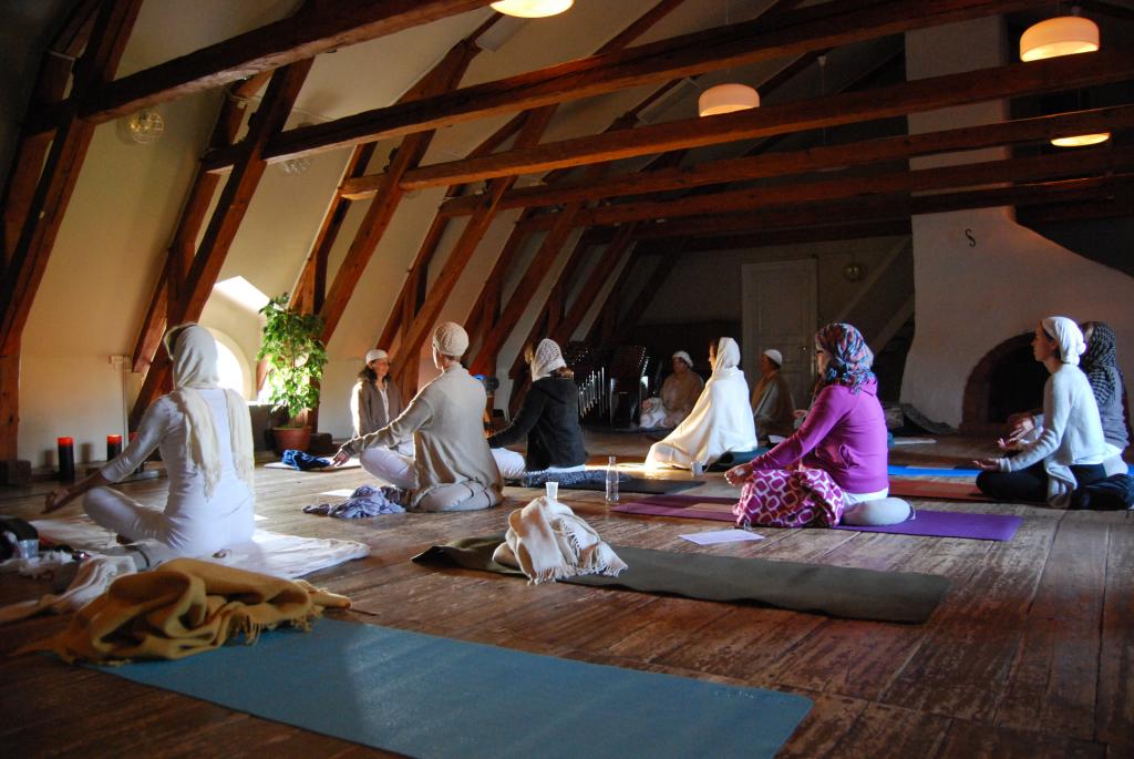 Yogautbildning_inne_1920